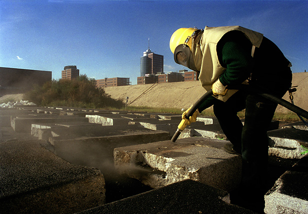 "Worker sandblasting stones at ""Grasbrookhafen"" for the new Harbour City"