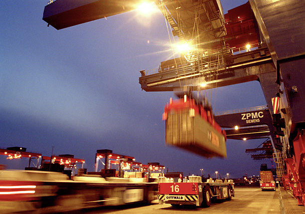 Fully automatic container loading at CTA (Container Terminal Altenwerder)